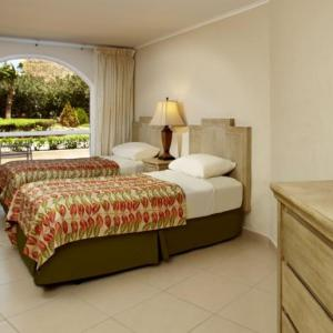 playa_linda-two_bedroom_lanai_suite-bed.jpg