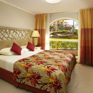 playa_linda-one_bedroom_lanai_suite-bed.jpg